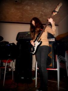 Kristýna Trochtová, baskytaristka kapely WABASTH a naše spolupracovnice, jen tak mimo chodem.