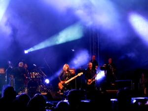 Suzi Qutaro & band.